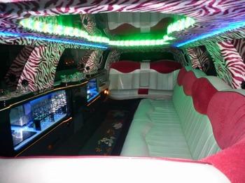 Аренда автомобиля Excalibur Бело-Розовый  с водителем 1