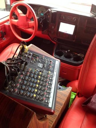 Аренда автомобиля GMC Savana (караоке-мобиль) с водителем 6