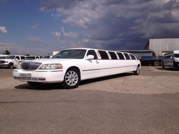 Аренда автомобиля Лимузин Lincoln Town Car белый Giper  с водителем