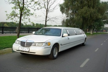 Аренда автомобиля Лимузин Lincoln Town Car белый  с водителем 2