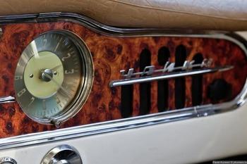 Аренда автомобиля Чайка (ГАЗ-13) белая  с водителем 9