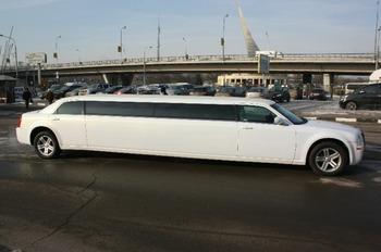 Аренда автомобиля Лимузин Chrysler 300C  с водителем 3