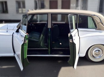 Аренда автомобиля Роллс-Ройс Фантом 5 с водителем 1