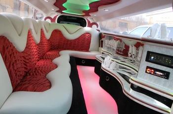 Аренда автомобиля Лимузин Chrysler 300C  с водителем 0