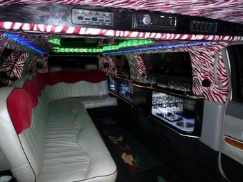 Аренда автомобиля Excalibur Бело-Розовый  с водителем 2