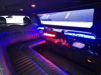 Аренда автомобиля Лимузин Lincoln Town Car с водителем 2