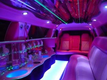 Аренда автомобиля Лимузин Chrysler 300C розовый  с водителем 1