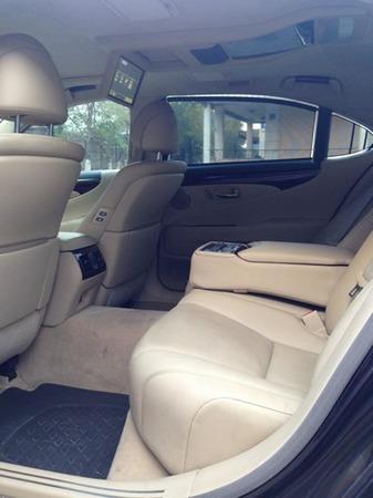 Аренда автомобиля Lexus LS600 (3 места, черный) с водителем 5