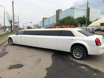 Аренда автомобиля Лимузин Крайслер 300С с водителем 3