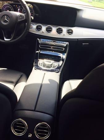 Аренда автомобиля Mercedes Е-213  с водителем 1