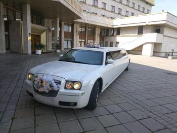 Аренда автомобиля Лимузин Крайслер 300С с водителем