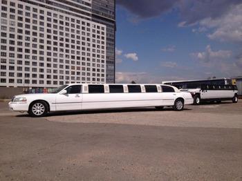 Аренда автомобиля Лимузин Lincoln Town Car белый Giper  с водителем 4