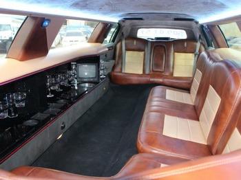 Аренда автомобиля Лимузин Lincoln Town Car белый  с водителем 0