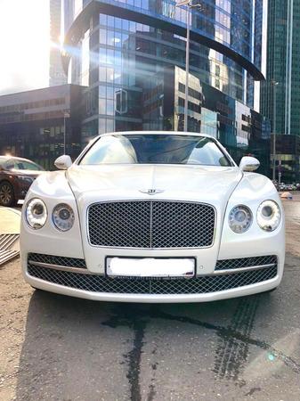 Аренда автомобиля Bentley Flying Spur с водителем