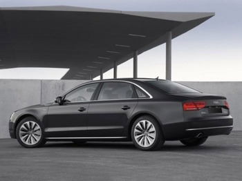 Аренда автомобиля Audi A8 D4  с водителем 1