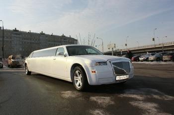 Аренда автомобиля Лимузин Chrysler 300C  с водителем 4