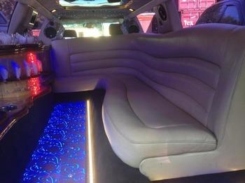 Аренда автомобиля Лимузин Cadillac CTS  с водителем 2