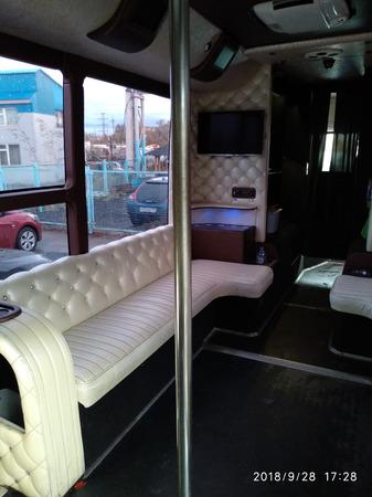 Аренда автомобиля Party Bus Gold с водителем 3