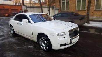 Аренда автомобиля Роллс Ройс Ghost  с водителем
