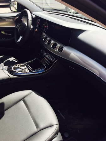 Аренда автомобиля Mercedes Е-213  с водителем 3