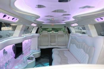 Аренда автомобиля Лимузин Chrysler 300C  с водителем 1