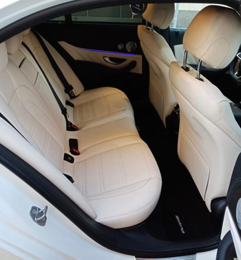 Аренда автомобиля Белый Мерседес Е213 с водителем 2
