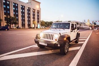 Аренда автомобиля Jeep Wrangler с водителем
