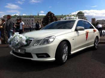Аренда автомобиля Mercedes 212 с водителем