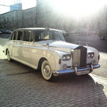 Аренда автомобиля Роллс-Ройс Фантом 5 с водителем