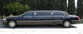 Аренда автомобиля Лимузин Lincoln Town Car (7 мест, черный)  с водителем 0