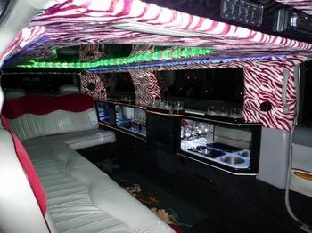 Аренда автомобиля Excalibur Бело-Розовый  с водителем 3