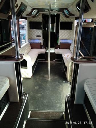 Аренда автомобиля Party Bus Gold с водителем 2