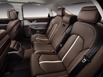 Аренда автомобиля Audi A8 D4  с водителем 0