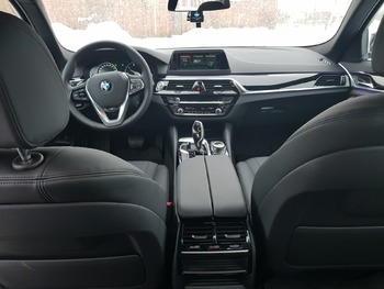 Аренда автомобиля BMW 520 с водителем 1