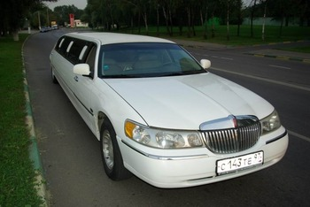 Аренда автомобиля Лимузин Lincoln Town Car белый  с водителем