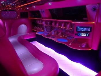 Аренда автомобиля Лимузин Chrysler 300C розовый  с водителем 0