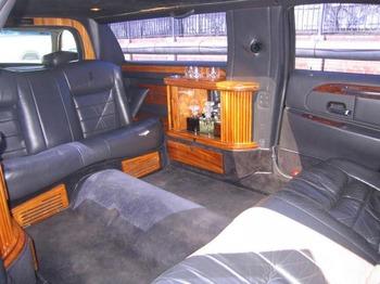 Аренда автомобиля Лимузин Lincoln Town Car (7 мест, черный)  с водителем 1