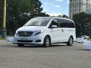 Аренда автомобиля Мерседес V-класс (белый) с водителем 5